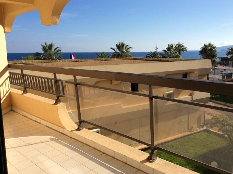Location appartement Fréjus 700€ CC - Photo 1