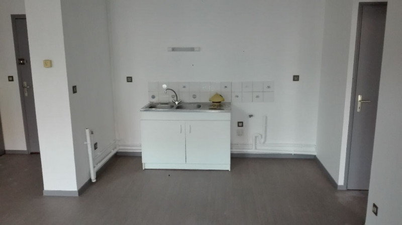 Rental apartment St omer 499€ CC - Picture 1
