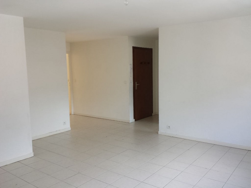 Location appartement Sallanches 810€ CC - Photo 3