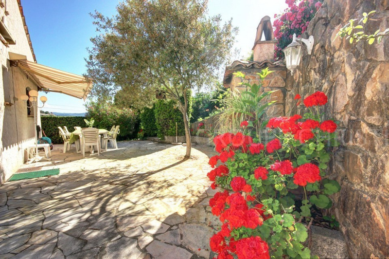 ONLY 2 AGENTS - CLOSE TO ANY FACILITIES, INDEPENDANT PROVENCAL STYLE VILLA 4 BEDROOMS