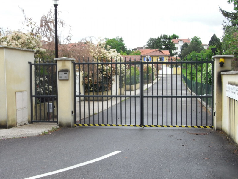Rental house / villa Saint-genis-laval 1630€ CC - Picture 1