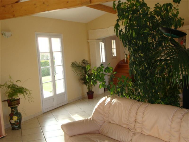 Sale house / villa Loulay 254 400€ - Picture 4