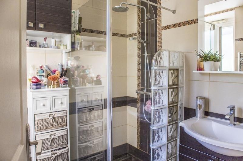 Sale house / villa Montfort l amaury 220000€ - Picture 6