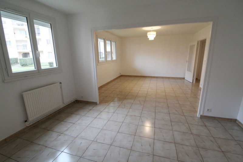 Location appartement Maurepas 1 280€ CC - Photo 1