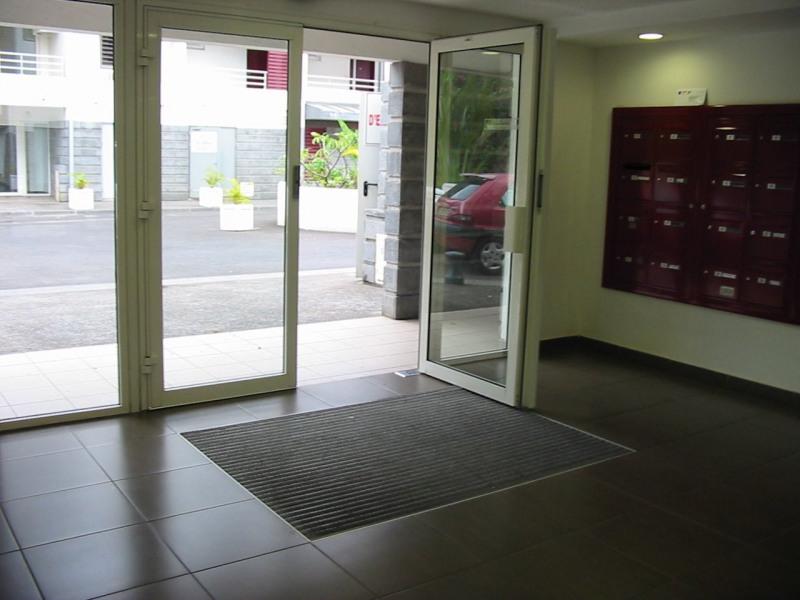 Location appartement St denis 370€ CC - Photo 2
