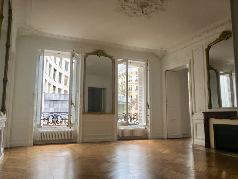 Location appartement Paris 8ème 4 092€ CC - Photo 2