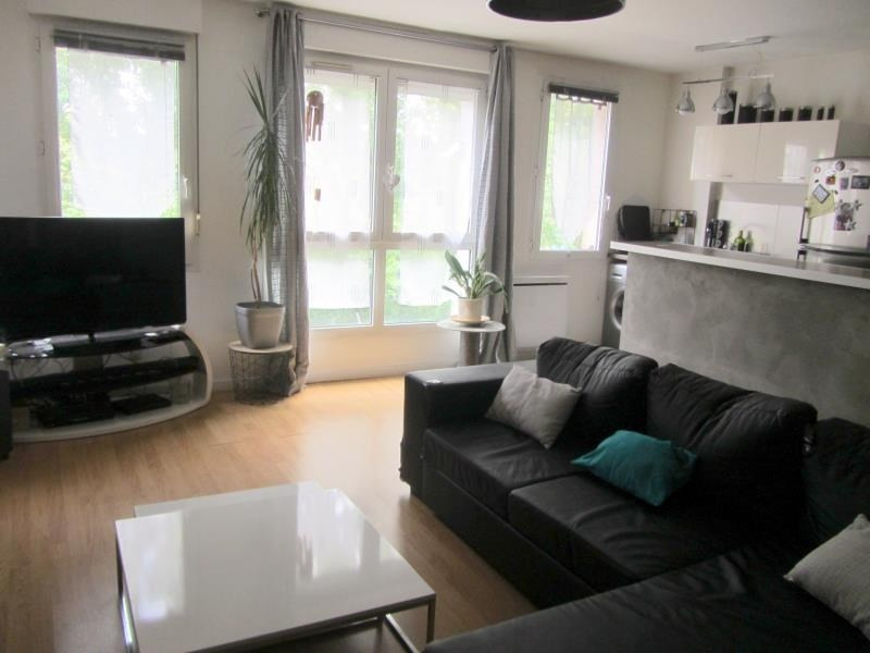 Sale apartment Osny 154000€ - Picture 1