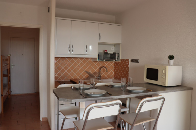 Location vacances appartement Cavalaire 350€ - Photo 9