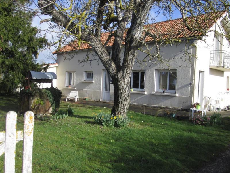 Location maison / villa Barbezieux-saint-hilaire 547€ CC - Photo 1