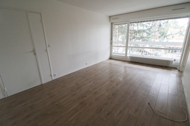 Location appartement Elancourt 846€ CC - Photo 2