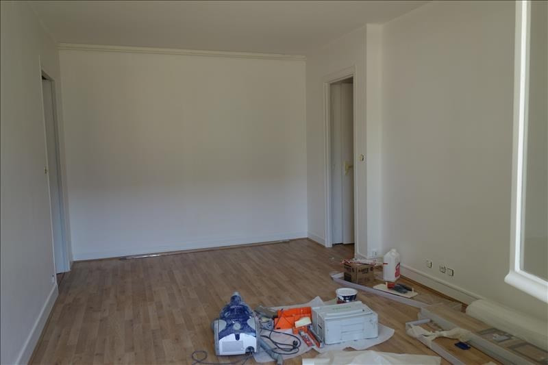 Rental apartment Le chesnay 750€ CC - Picture 1