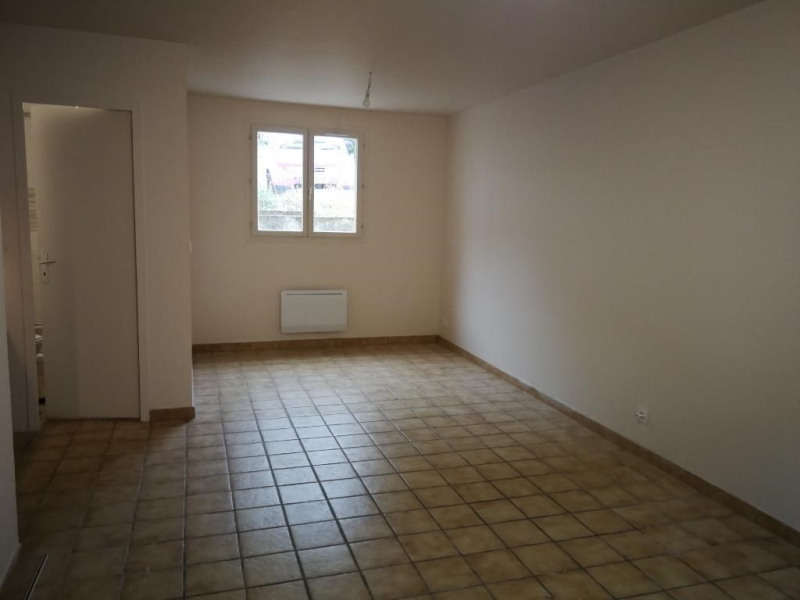 Location appartement Bruyeres-le-chatel 491€ CC - Photo 1
