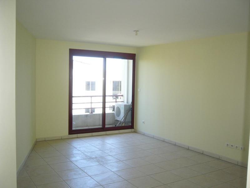 Rental apartment St denis 750€ CC - Picture 3