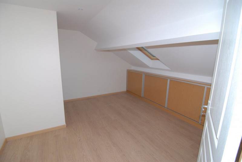 Rental apartment La ville du bois 1 250€ CC - Picture 4