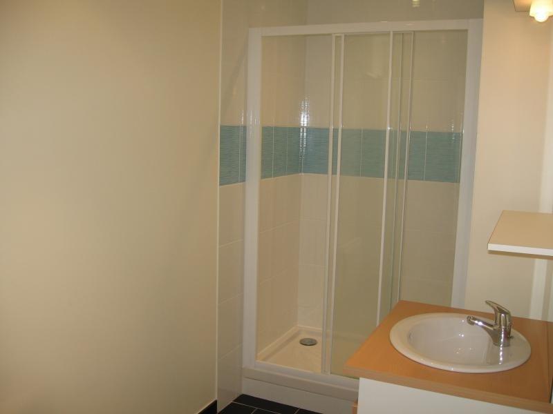Location appartement Le genest st isle 530€ CC - Photo 4
