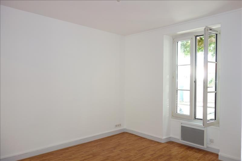 Rental apartment St cyr l ecole 770€ CC - Picture 3