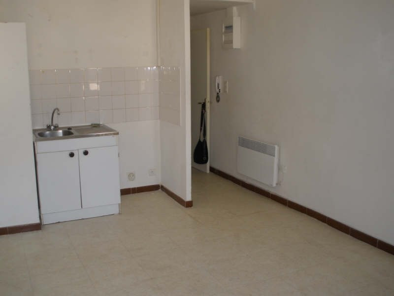 Rental apartment Salon de provence 367€ CC - Picture 2
