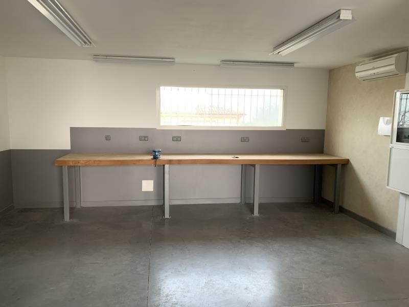 Location local commercial Montvendre 980€ HT/HC - Photo 6