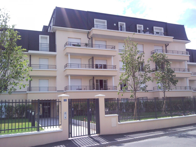 Rental apartment Le plessis trevise 1 130€ CC - Picture 1