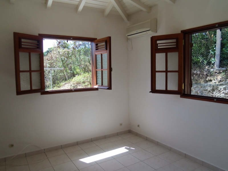 Rental house / villa Ste anne 750€ CC - Picture 7