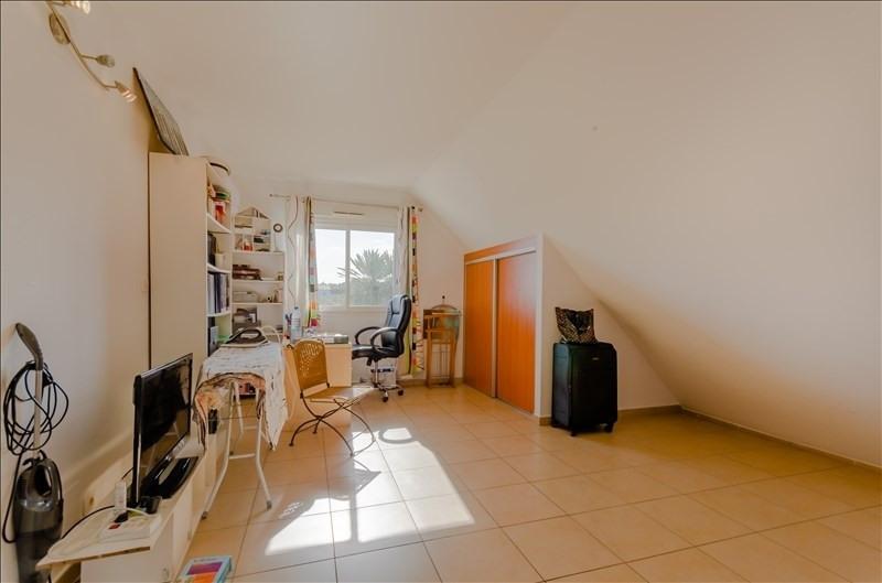Rental apartment St pierre 976€ CC - Picture 4