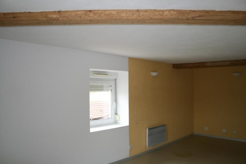Rental apartment Pont-d'ain 355€ CC - Picture 2