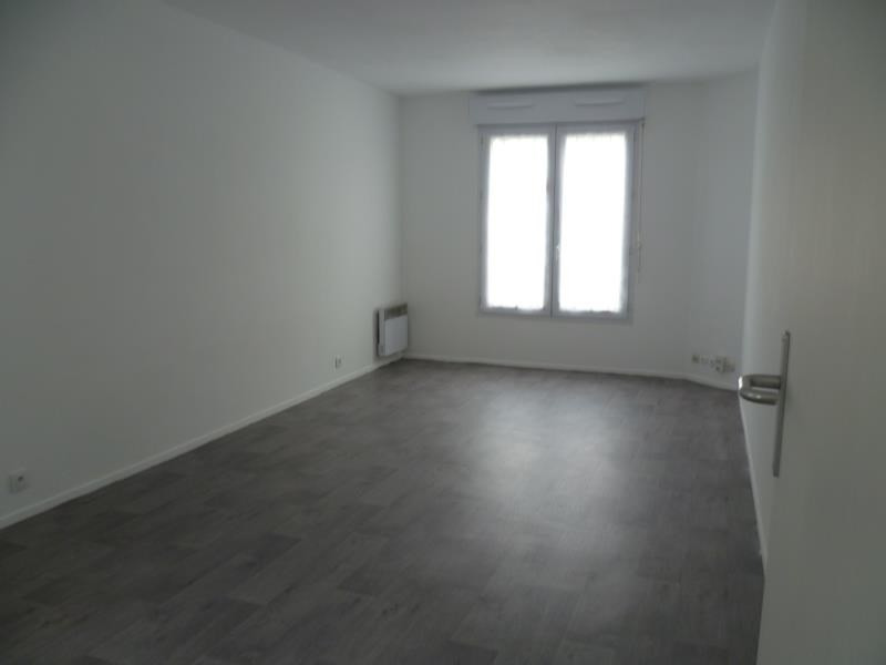Rental apartment Paris 18ème 1 070€ CC - Picture 5