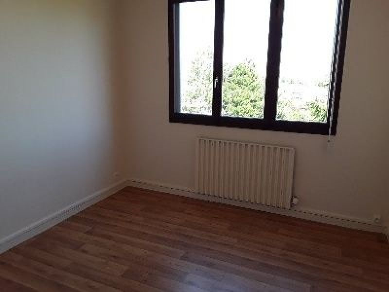 Rental apartment Saint genis laval 764€ CC - Picture 4