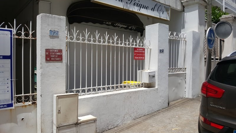 Location local commercial St denis 696€ CC - Photo 3