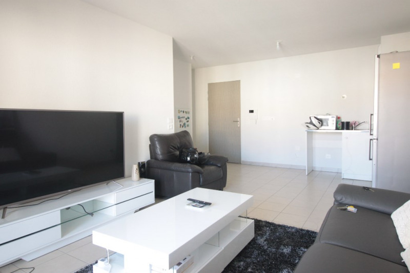 Sale apartment Marseille 141000€ - Picture 2