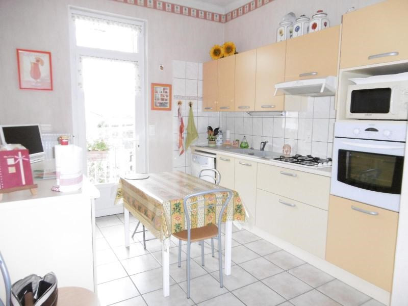 Sale house / villa Cusset 169 600€ - Picture 2