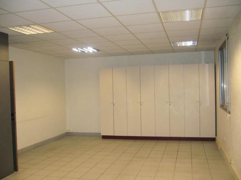 Location boutique Chassieu 1 455€ CC - Photo 3