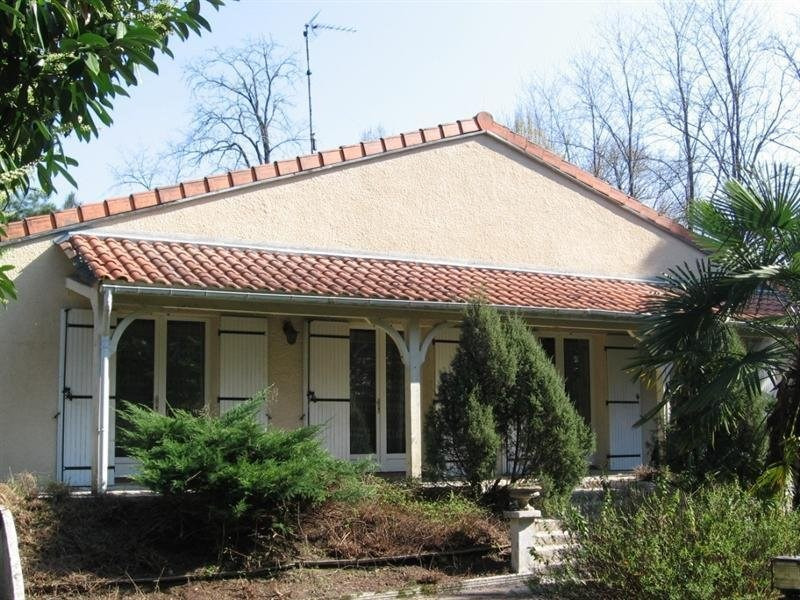 Sale house / villa Montguyon 255 000€ - Picture 1