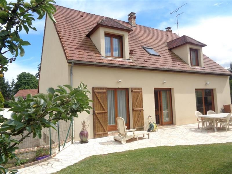 Sale house / villa Chartrettes 529000€ - Picture 1