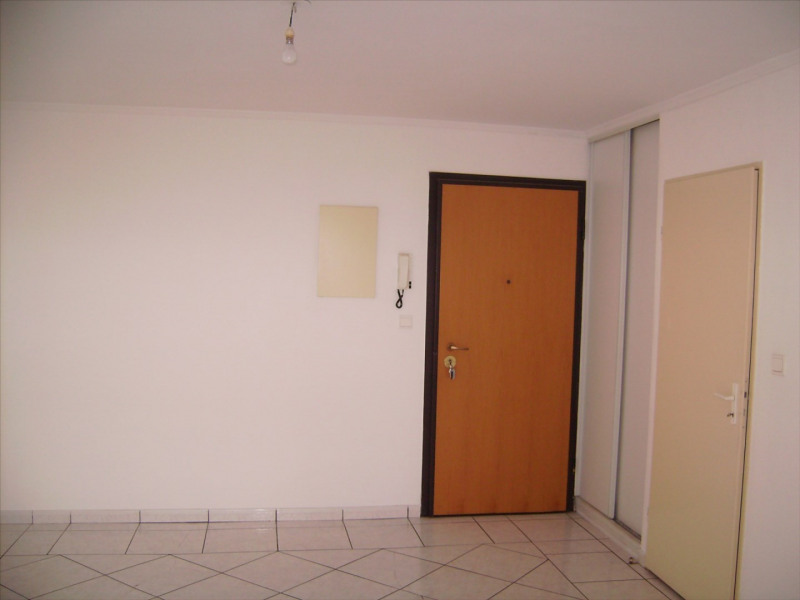 Location appartement Saint denis 381€ CC - Photo 2