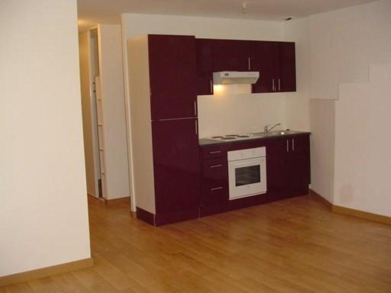 Location appartement Ste pazanne 585€ CC - Photo 1