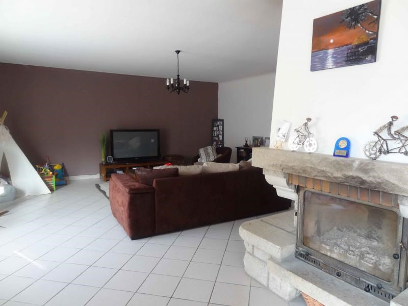 Sale house / villa Le vieux bourg 198 000€ - Picture 3