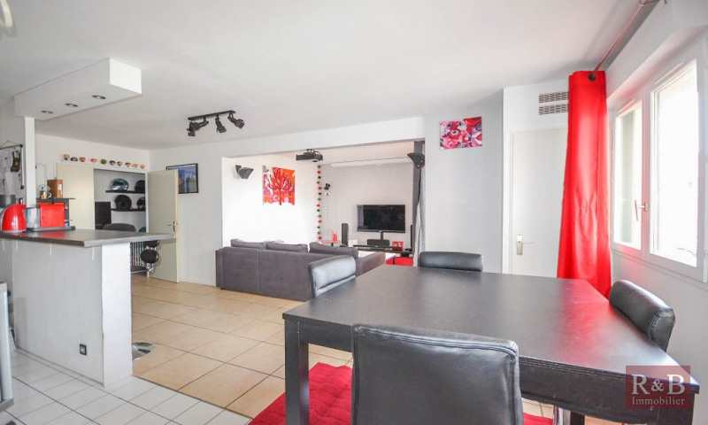 Sale apartment Plaisir 205 000€ - Picture 1
