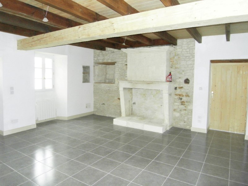 Location maison / villa Salignac sur charente 595€ CC - Photo 2