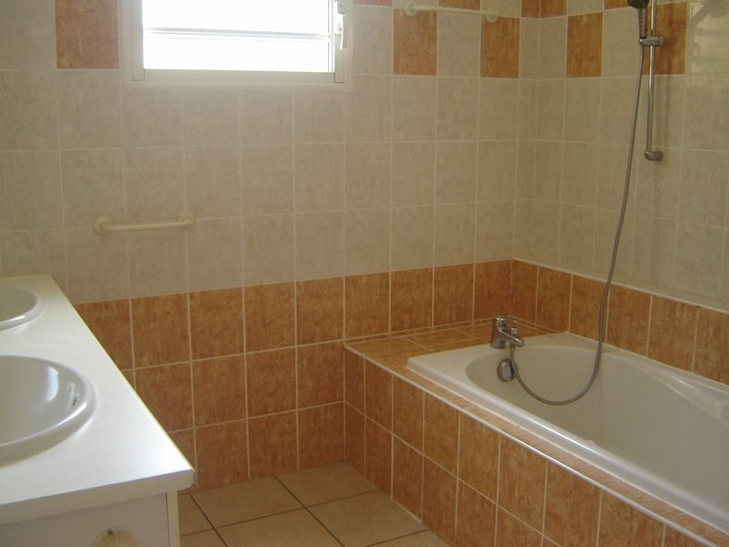 Location maison / villa La possession 1 351€ CC - Photo 6