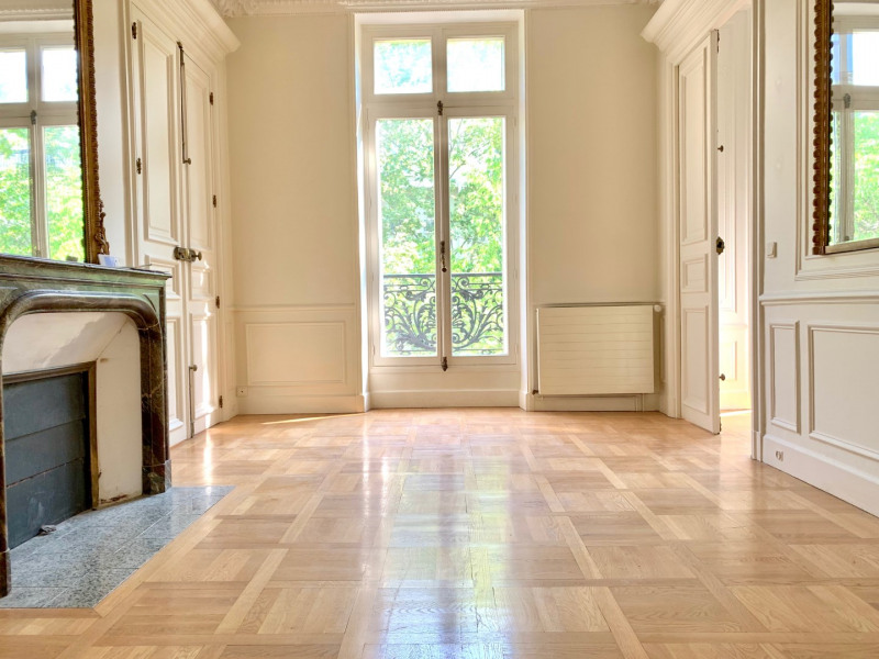Location appartement Paris 10ème 4 500€ CC - Photo 3
