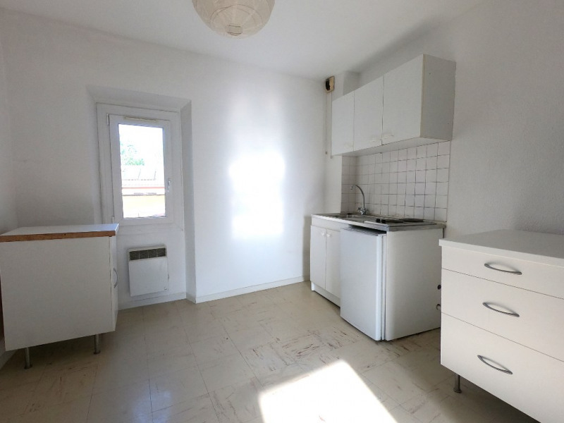 Rental apartment Les milles 598€ CC - Picture 3
