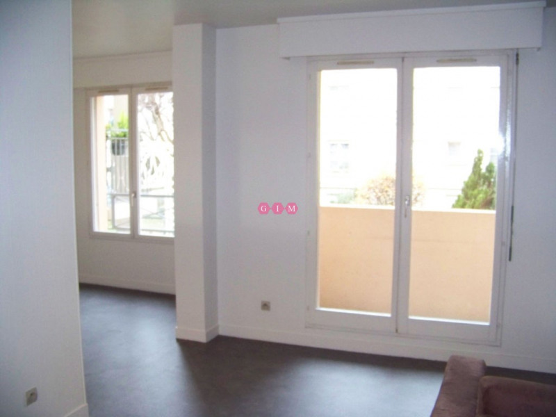 Location appartement Poissy 928€ CC - Photo 1