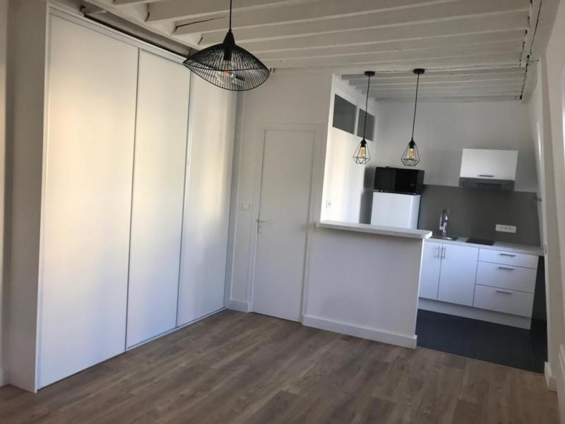 Location appartement Paris 8ème 1 100€ CC - Photo 2