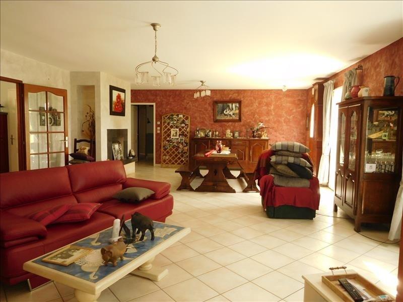 Location maison / villa St andre de cubzac 1037€ CC - Photo 3