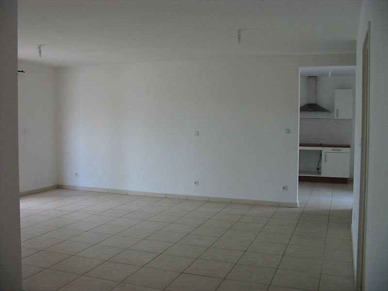 Location appartement Ste clotilde 908€ CC - Photo 5