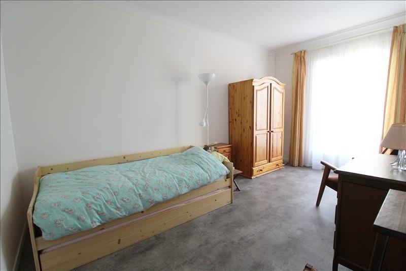 Sale house / villa Maurepas 303000€ - Picture 4