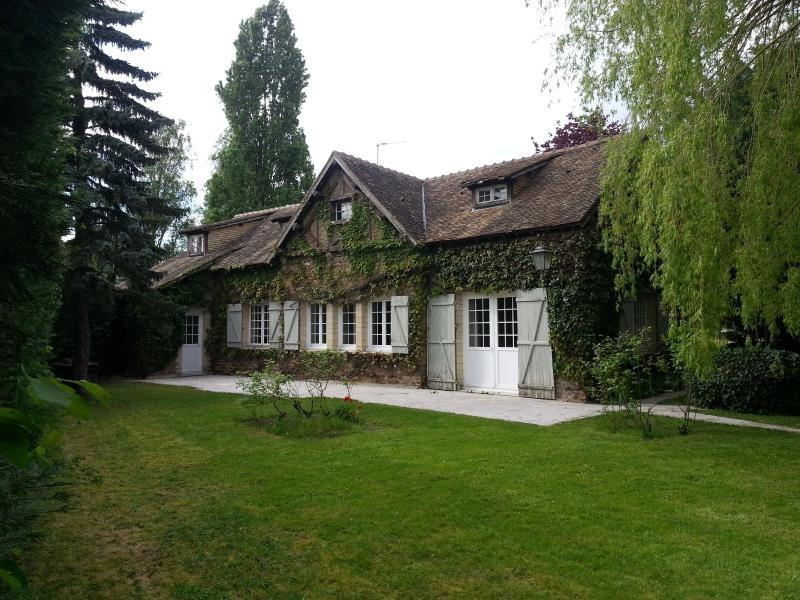 Sale house / villa Longnes 268000€ - Picture 1