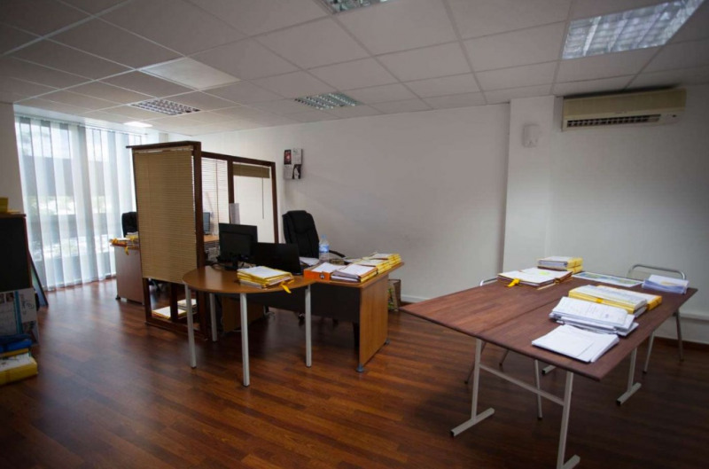 Rental office Baie mahault 1 500€ HC - Picture 1