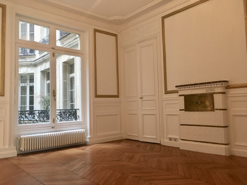 Location appartement Paris 8ème 4 092€ CC - Photo 5